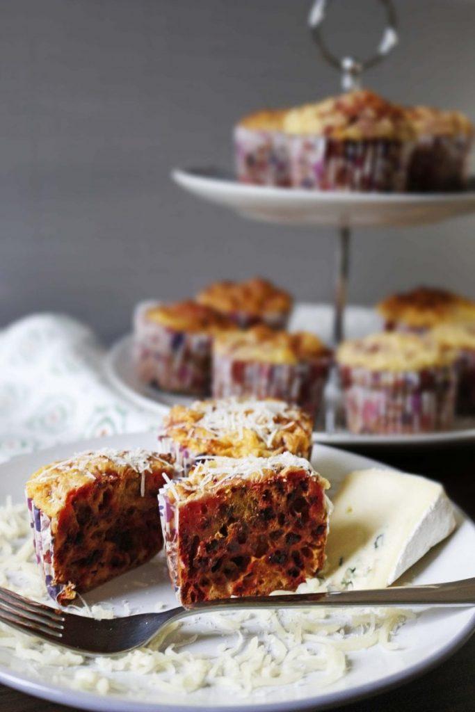 Muffiny z buraczka i sera