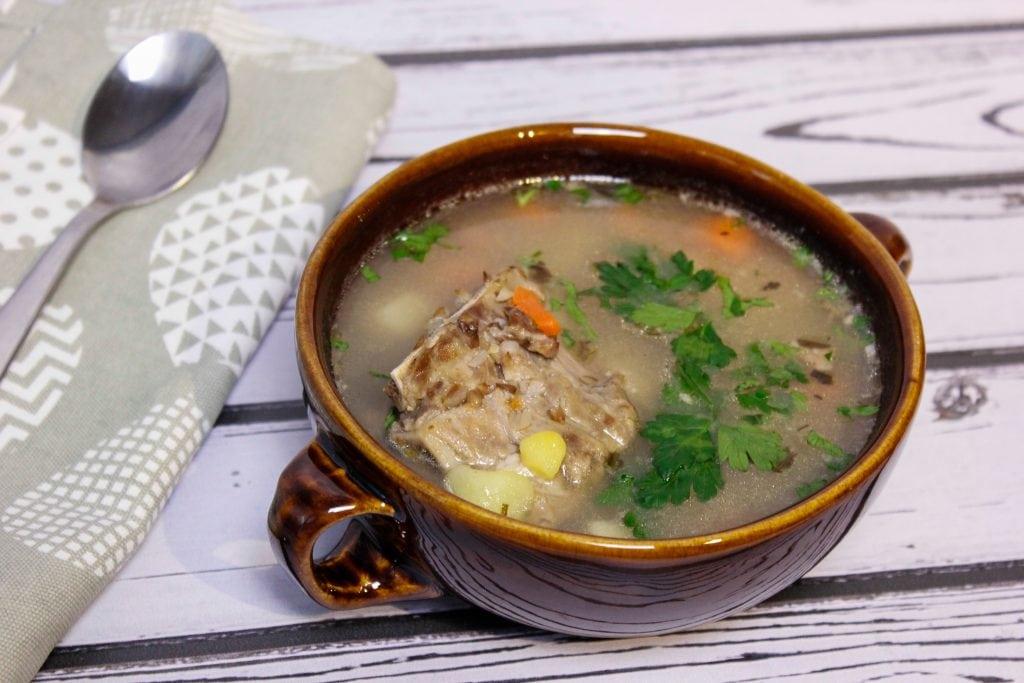 Zupa krupnik na żeberkach z kaszą jęczmienną