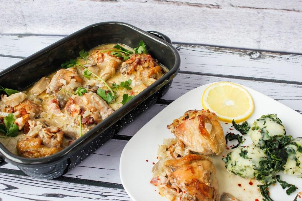 Podudzia kurczaka zapiekane z boczkiem i grzybami