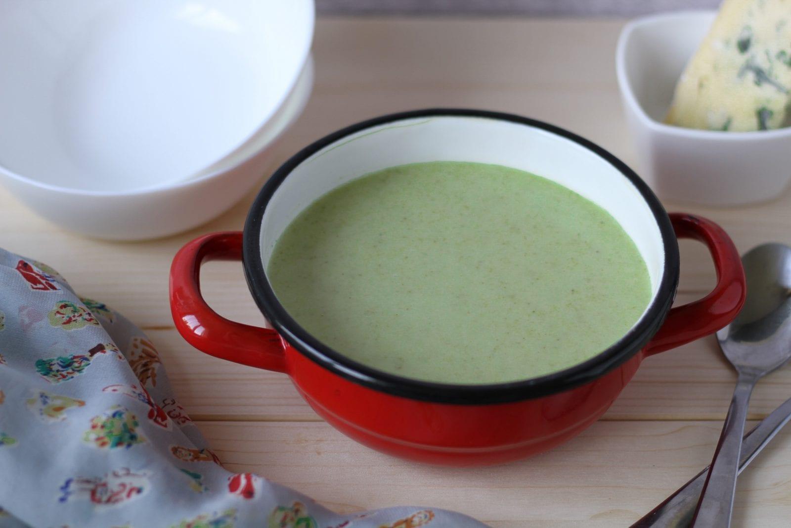 Zupa brokułowa z serem Stilton