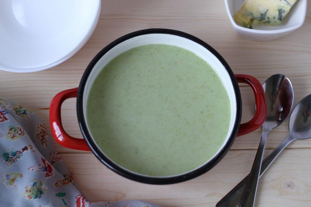 Zupa brokułowa z serem pleśniowym