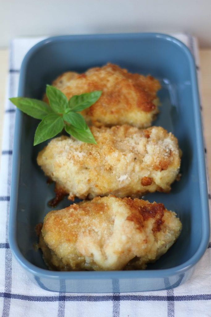 Roladki z kurczaka z serem Camembert i czerwoną cebulą