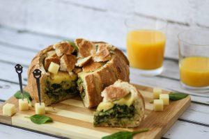 Chleb nadziewany serem i szpinakiem