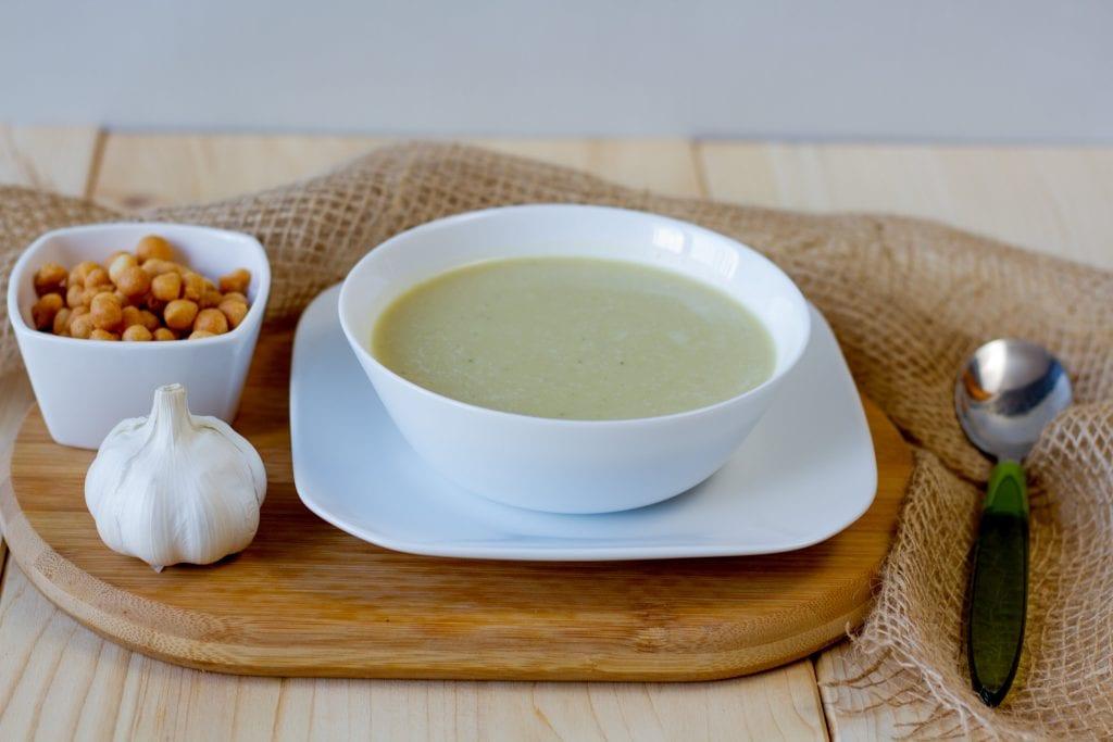 zupa z czosnkiem i groszkiem