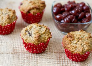 Kokosowe muffiny z czereśniami