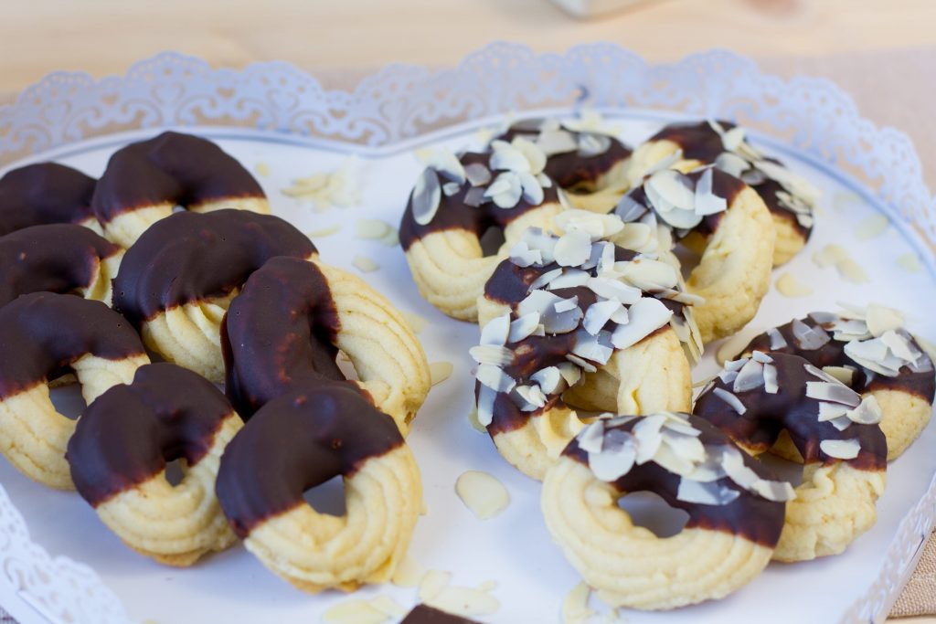 Ciasteczka maślane z czekoladą i migdałami