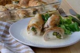 Roladni z kurczaka nadziewane fetą i szparagami