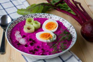 Chłodnik z botwiny z ogórkiem, jajkiem i rzodkiewką