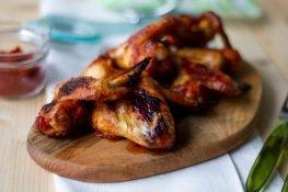 Pieczone skrzydełka z kurczaka w marynacie