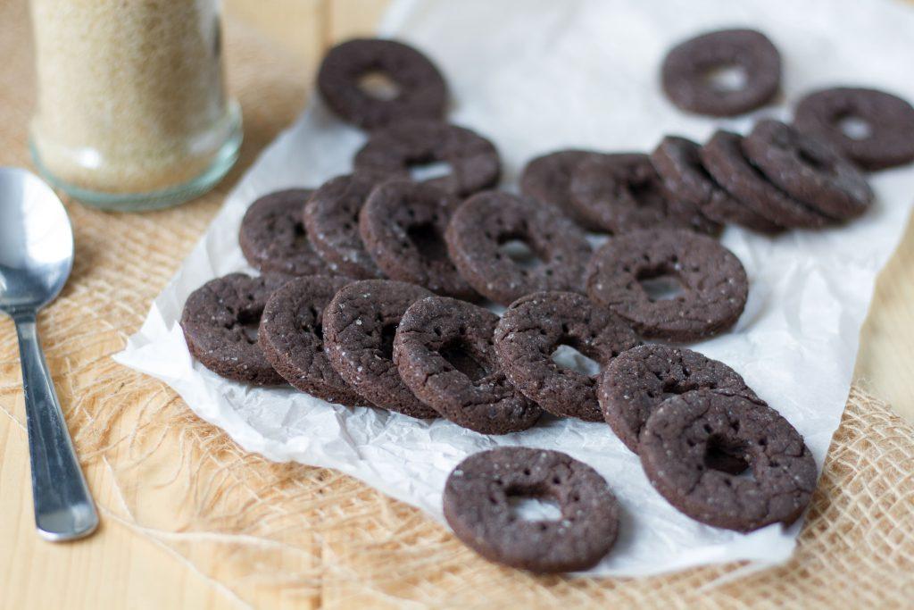 Ciasteczka kakaowe z brązowym cukrem.