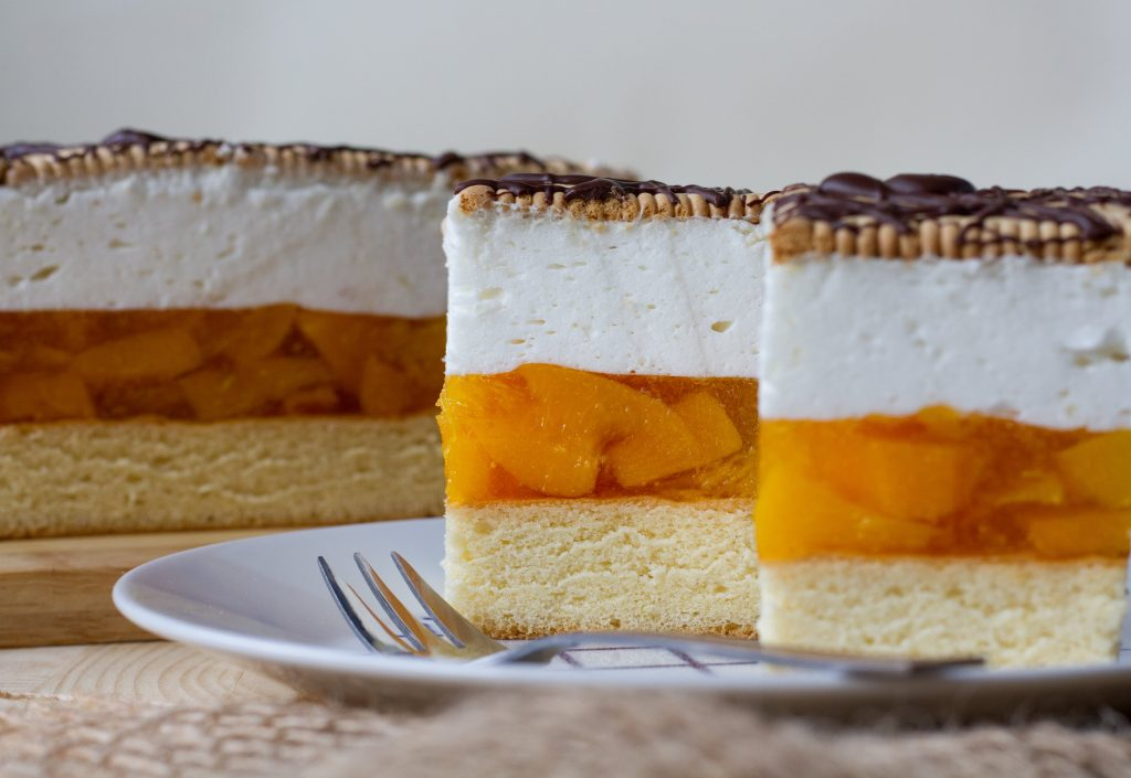 Sponge cake with peach and whipped cream