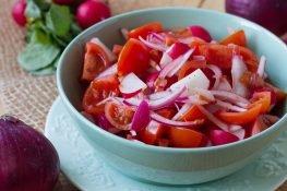 Surówka z rzodkiewki i pomidorków