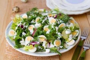 Sałatka z jajek i nowalijek