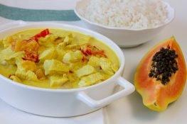 Kurczak i papaja w sosie z mleka kokosowego