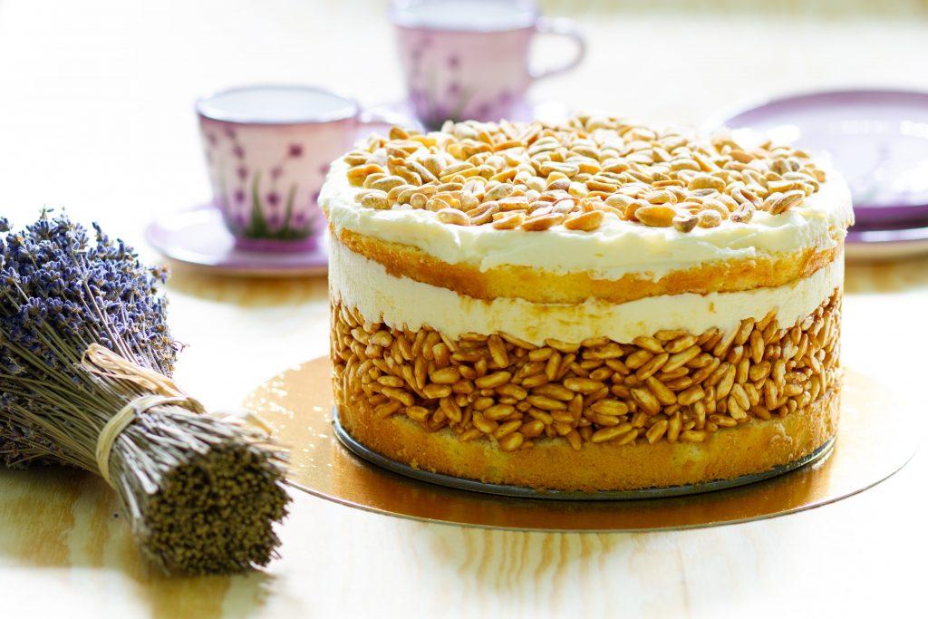 Ciasto biały lion z ryżem preparowanym i masą budyniową
