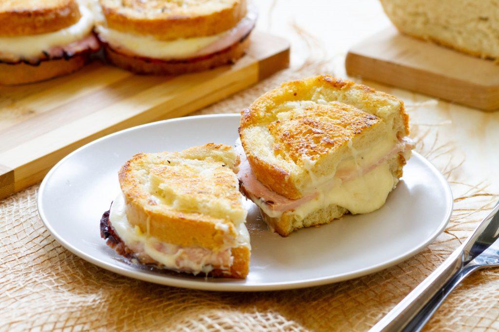 Gorąca kanapka Croque Monsieur
