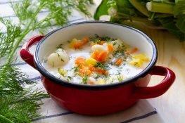 Zupa kalafiorowa z marchewką i ziemniakami
